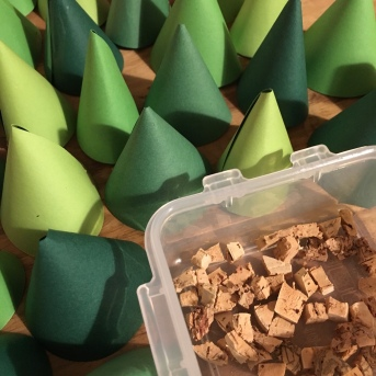 Fensterdeko Tannenbäume, DIY, Weihnachtsdeko Kinderzimmer, Fensterdeko