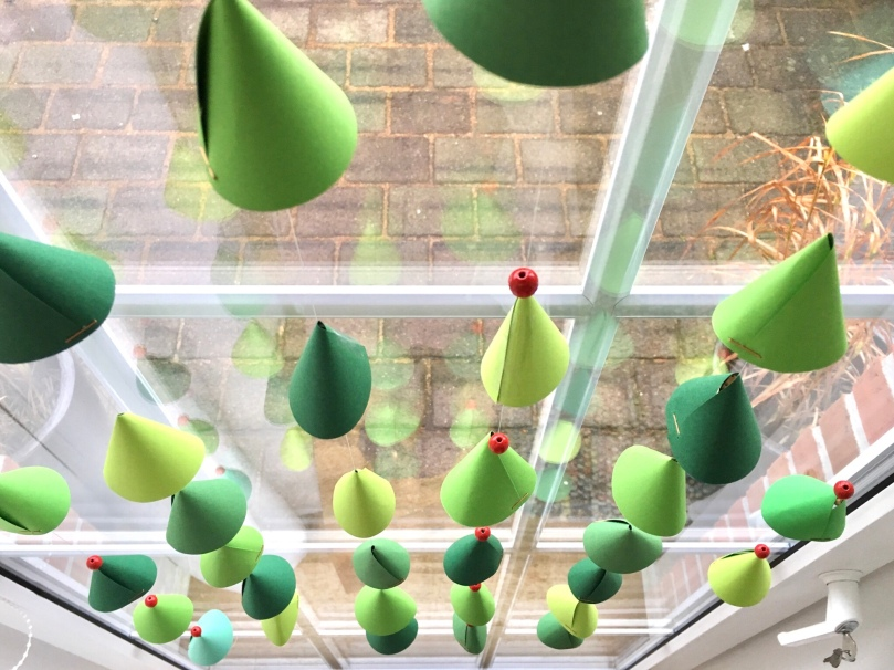 Fensterdeko Tannenbäume, DIY, Weihnachtsdeko Kinderzimmer
